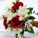 3 Rose Bouquet - Freesia (Red)