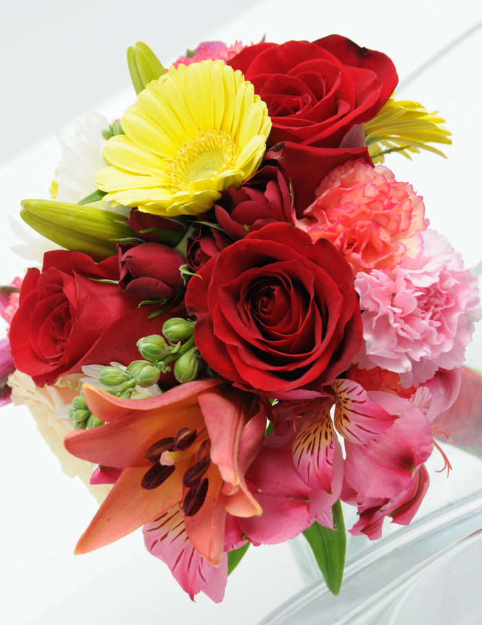 Viva las vegas wedding chapels gorgeous wedding flowers bouquets for your las vegas wedding day - Red garden rose bouquet ...