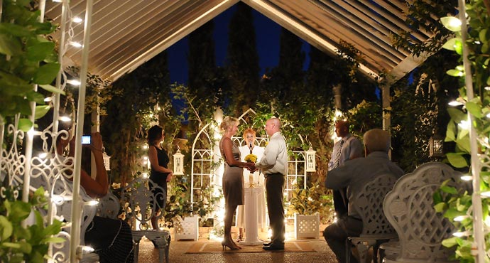 Las vegas outdoor weddings nighttime garden wedding packages for Outdoor vegas weddings