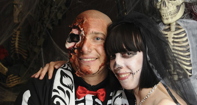 Themed Las Vegas Weddings | The Viva Las Vegas Graveyard Themed Wedding