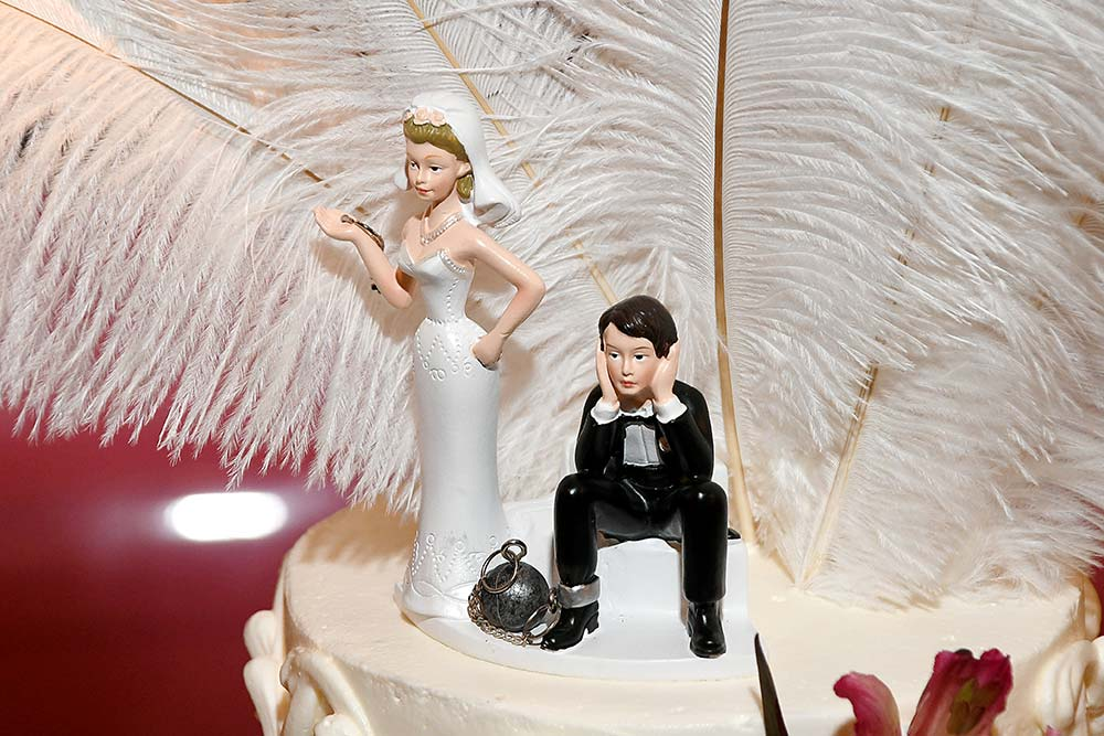 Ball & Chain Cake Topper