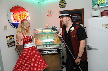 Viva Las Vegas Weddings Chapels - Doo Wop Diner Wedding Package