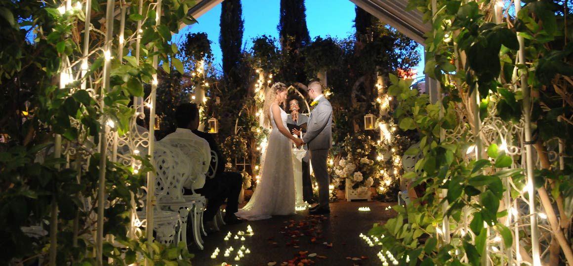 Las Vegas Weddings Feel Like A Princess Fairytale Las Vegas Wedding